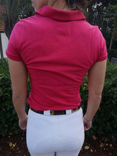 polo fem rosa costas corpo