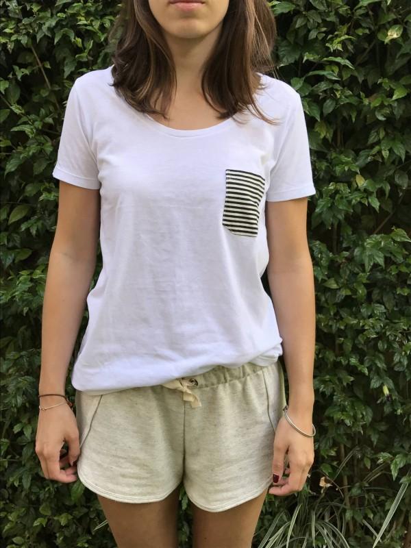 camiseta-fem-bolsinho-branca
